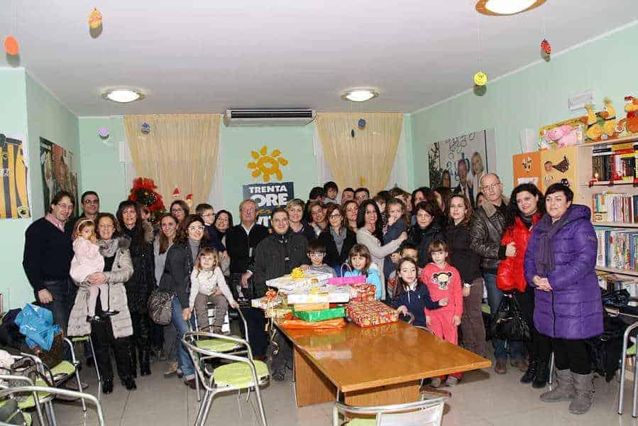 22 dicembre 2012 - piccoli AMICI regalano sorrisi